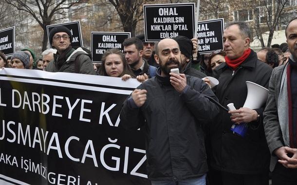 """Kasım Akbaş'la söyleşi: """"Hayatta kalmanın bizatihi kendisi direnmektir"""""""