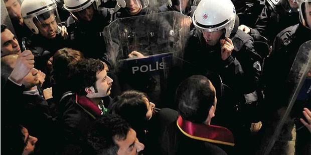 Savunmanın İzinden: Dünya ve Türkiye Örnekleri*